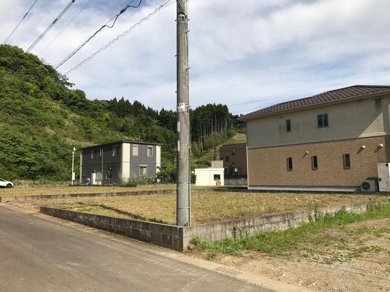 敷地内は上水道引き込み済み、浄化槽は市の公設工事で設置します。