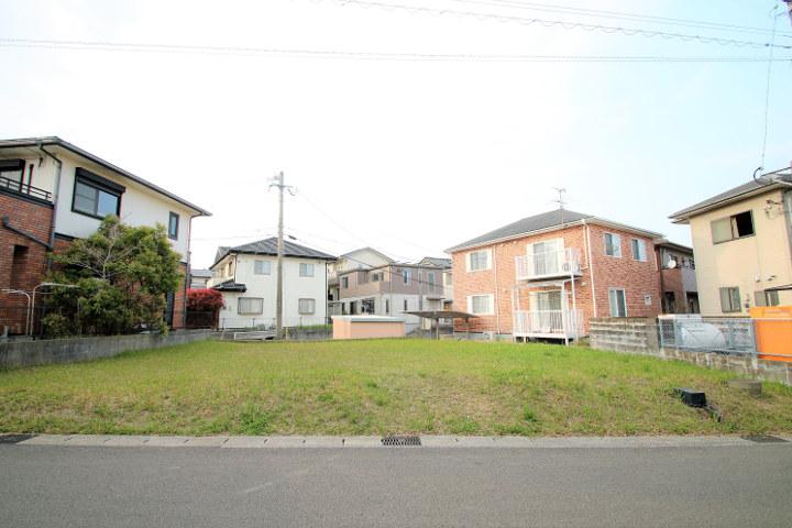 月見ヶ丘隣接、源藤町の分譲地『源藤ニュータウン』内にある新築用地です。