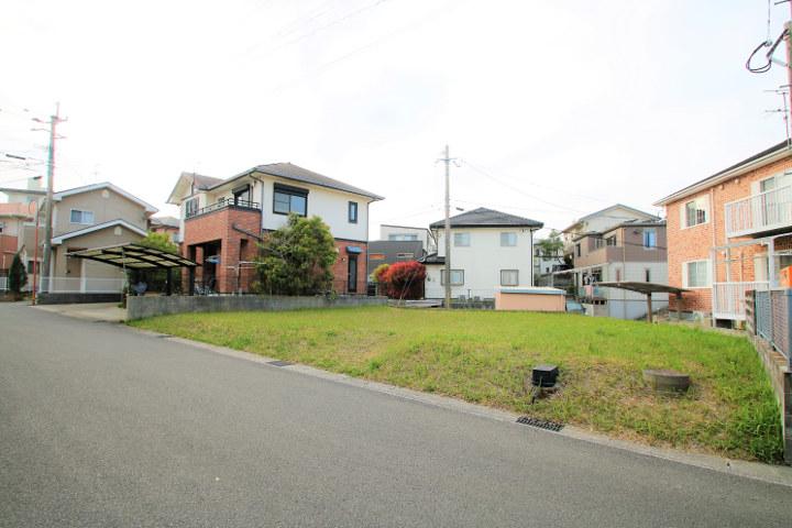 ニトリモールや宮崎バイパスの近く、宮崎南小学校まで徒歩4分です。