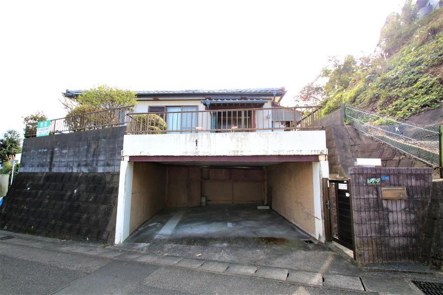 ボックスカルバート(堀車庫)。奥には倉庫もあります。