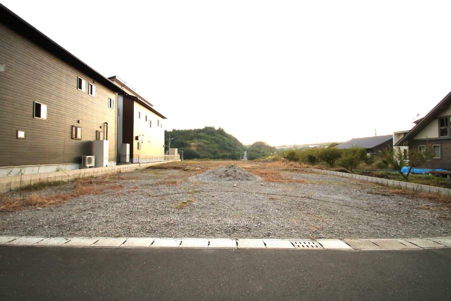 南北に約16mもある敷地なので、建物を配置しても南側との距離を十分にあけることができます。