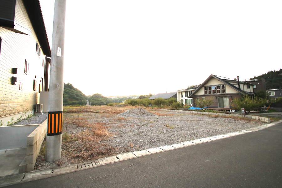 道路は側溝の入った5m道路。浄化槽は市の公設工事で設置します。