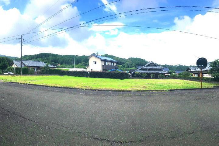 綾町の森と川に挟まれた地区にある新築用地です。