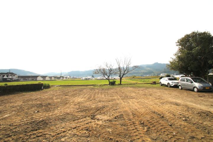 既存建物があります。自然に囲まれた田舎暮らし、別荘気分でスローライフを楽しみたい方におすすめです。