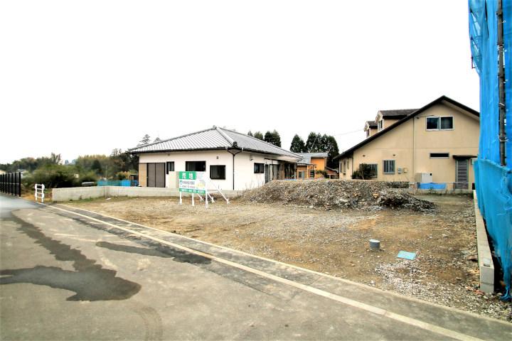 木脇小学校、木脇中学校近くの新築用地です。