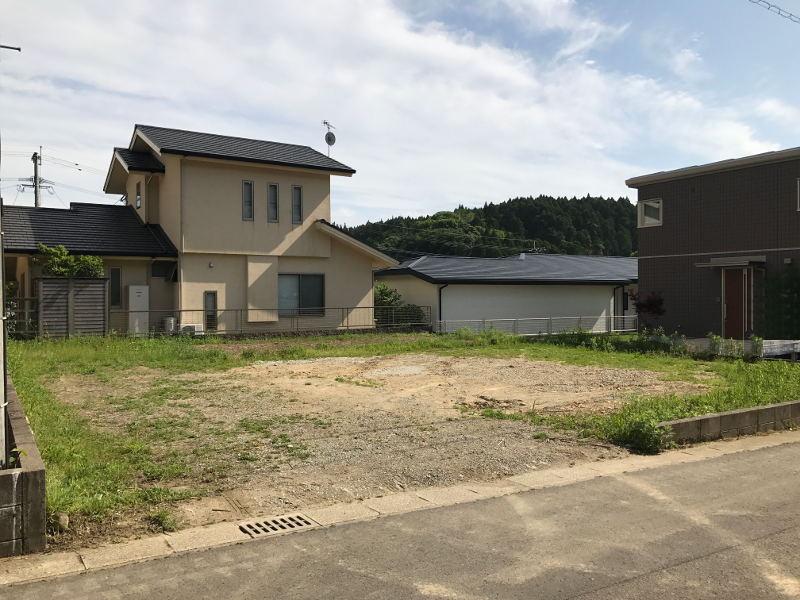 佐土原町、那珂小学校から県道325線に入った先にある高台の分譲地『城南台』の売地です。