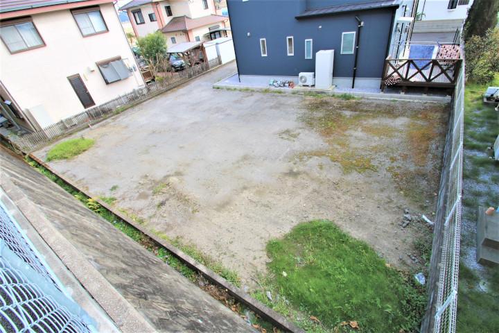 敷地延長部分を車の駐車場と通路にすることで、整形地部分の約57坪の敷地を有効に使えます。