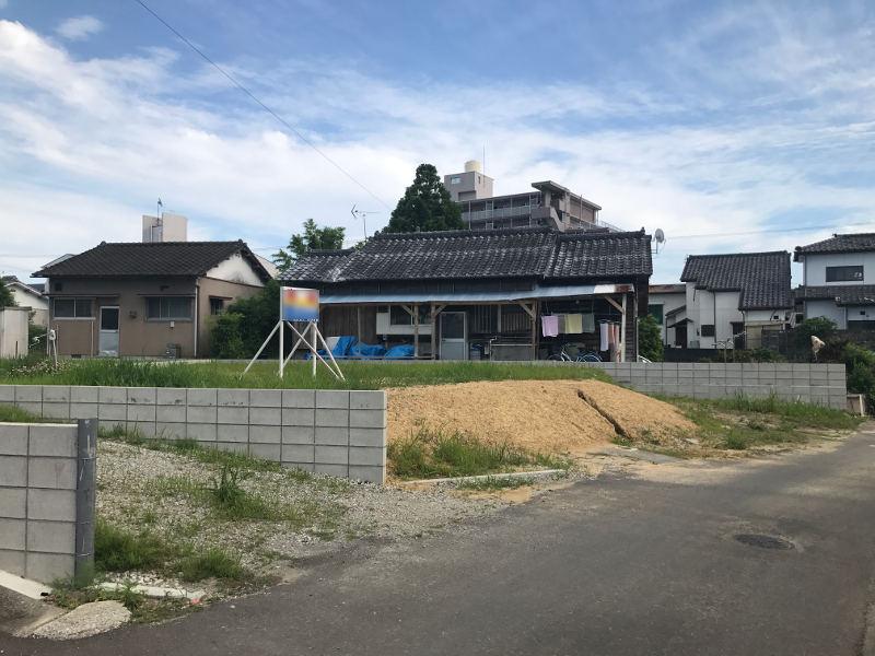 商業店舗が多く並ぶ人気の大塚町地区にある新築用地です。