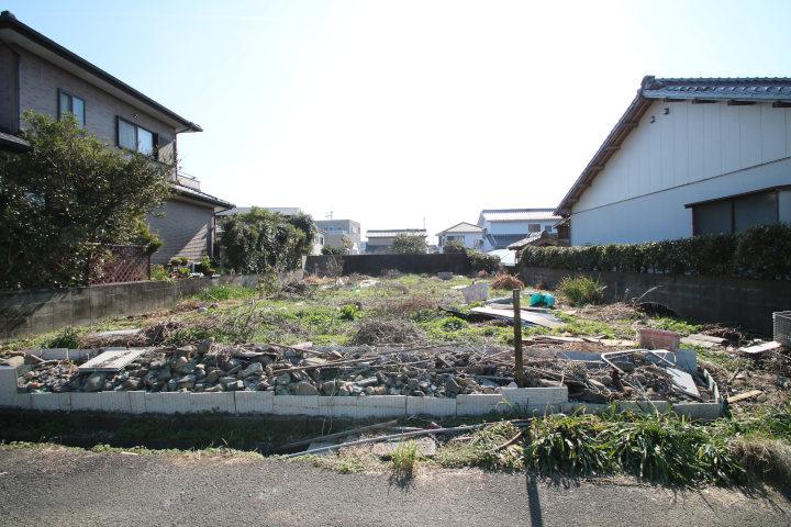 現在、南側隣接には住宅が建っていないので日当たりも良好です。