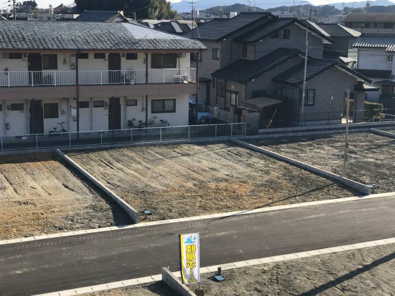 道路幅も6mあり舗装も行いますので、車の離合や敷地内への駐車も楽々行えます。