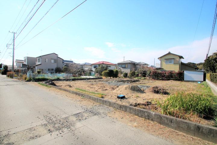 東側の道路向かいは市街化調整区域になるので、住宅密集地が苦手な方にもおすすめです。