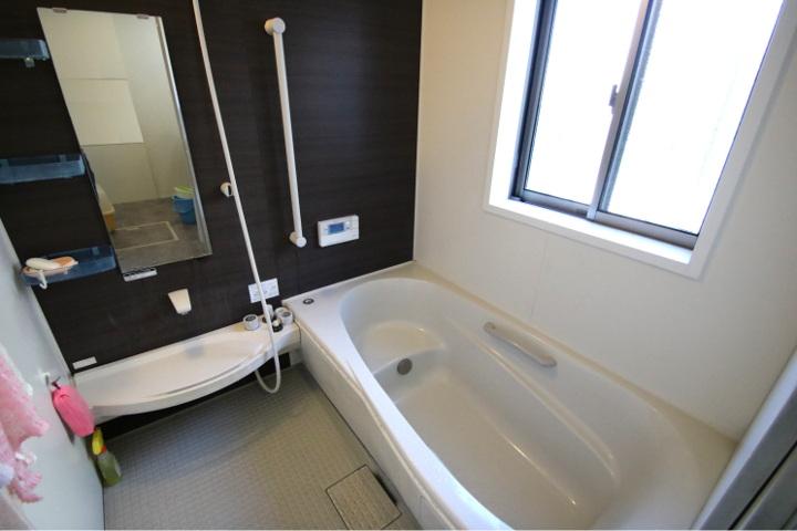 半身浴もできる浴槽。1坪タイプのユニットバスです。