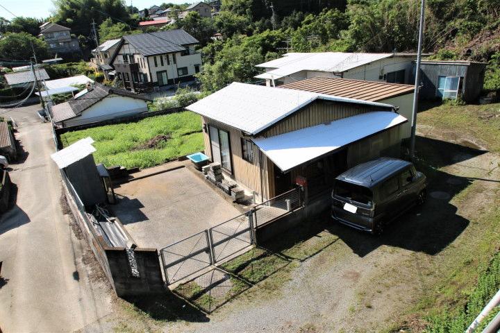 瓜生野にある古屋付きの新築用地です。