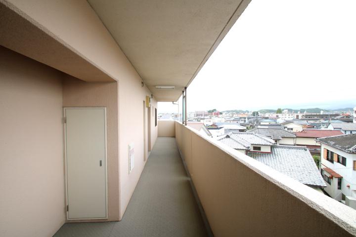 ポーチからは大塚町内を見渡せます。